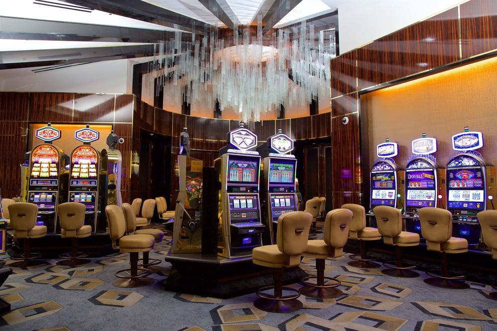 https://atlantis-cms-assets.s3.us-east-2.amazonaws.com/media/glue/casino/atlantis-casino-salon-prive-front-slot-room.jpg